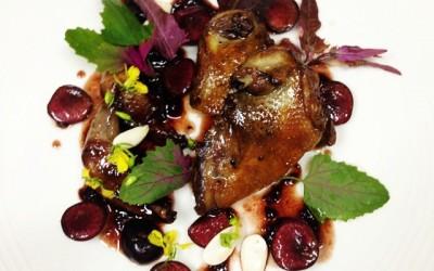 pigeon et cerises aux amandes fraiches